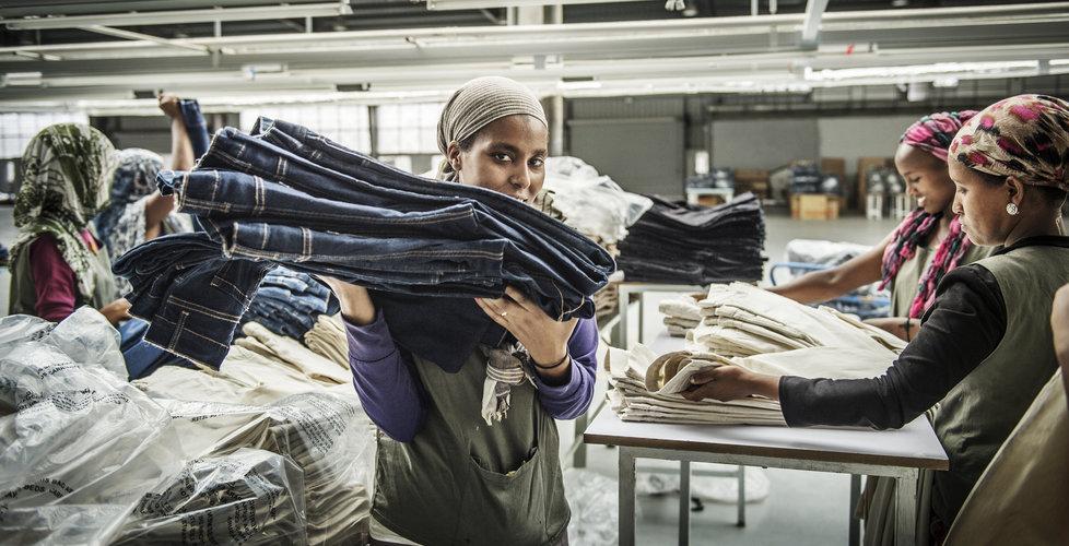 Ny FN-rapport – klädindustrin släpper ut mer än flyget