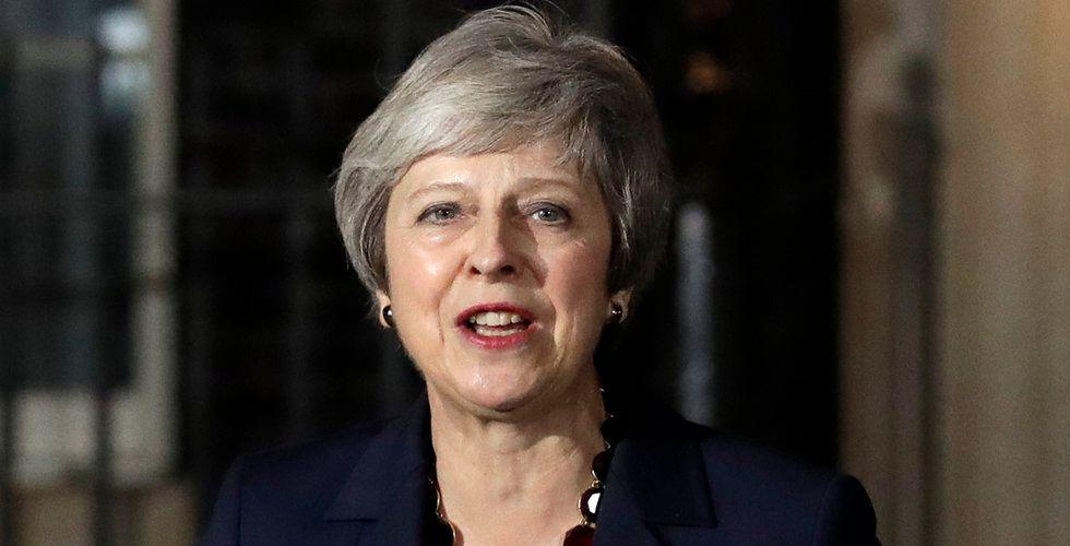 Brittiska regeringen stödjer Brexitavtalet