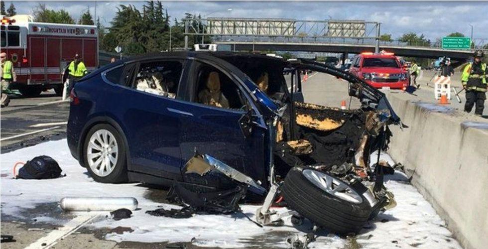 Tesla utreds efter krasch –samtidigt som marknaden tappar tron på elbilsbolaget
