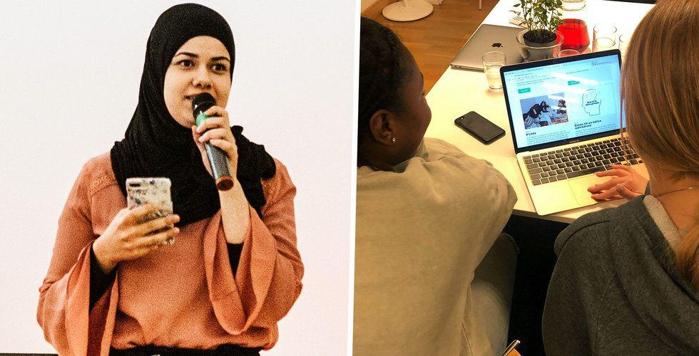 Nora Khalil, kommunikatör på The Good Talent till höger och ungdomar som får lära sig om Shift till vänster.