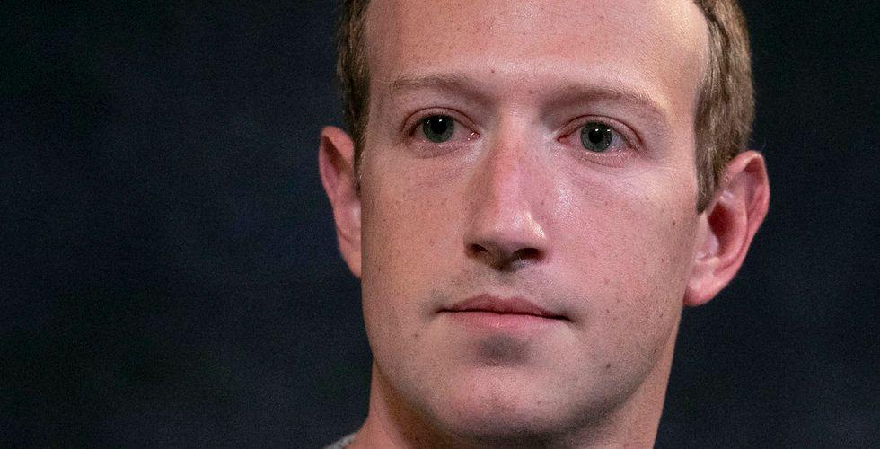 Facebook bojkottas av giganterna – nu backar Zuckerberg