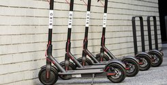 Breakit - Hans elsparkcyklar har tagit Silicon valley med storm. Nu säljer grundaren delar av sitt innehav.