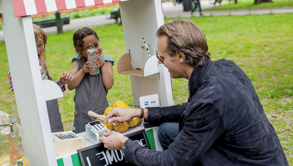 Izettle lanserar ny kontaktlös kortläsare i Sverige