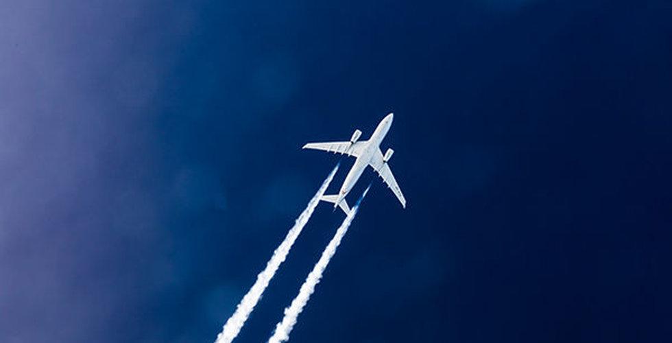 Globala flyget ner 56 procent i mars