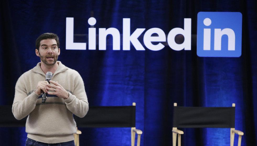 Efter aktieslakten: Så försöker Linkedins vd hålla kvar talangerna