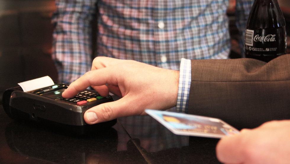 West först i Sverige med kontaktlösa betalningar i butik