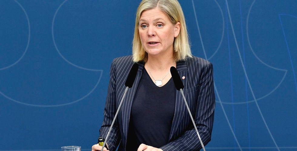 Regeringen spår att Sveriges BNP faller med 4 procent i år