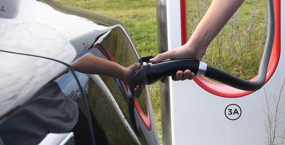 Skiftet mot elbilar är kreditnegativt för branschen