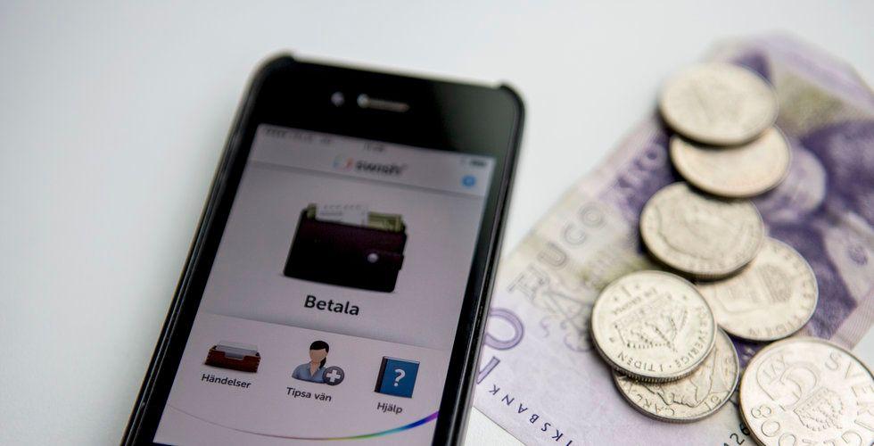 I snitt tog svenskarna ut 480 kronor i månaden i Bankomats uttagsautomater under första halvåret i år, som är en minskning med 12 procent.