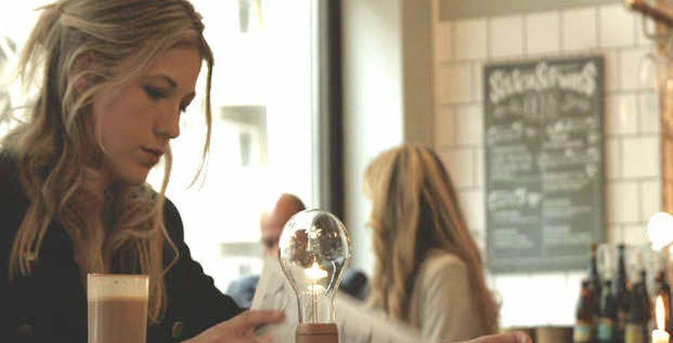 Flyte skapade svävande lampa – fick in 5,2 miljoner kronor