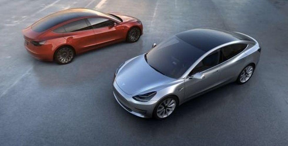 """Nu är Teslas """"budgetbil"""" ute - första bilderna på nya modellen"""