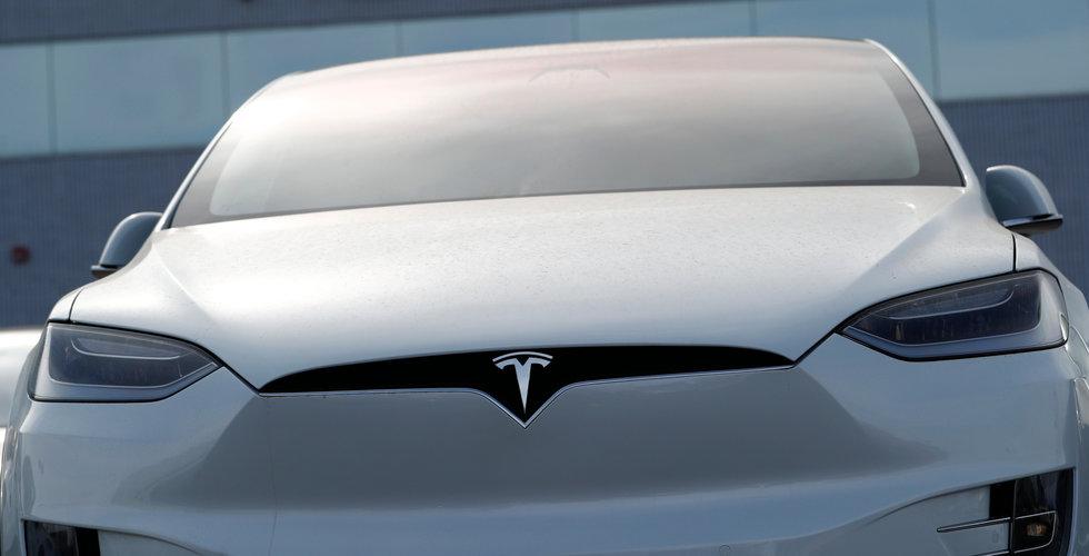 Tesla trotsar sur börs