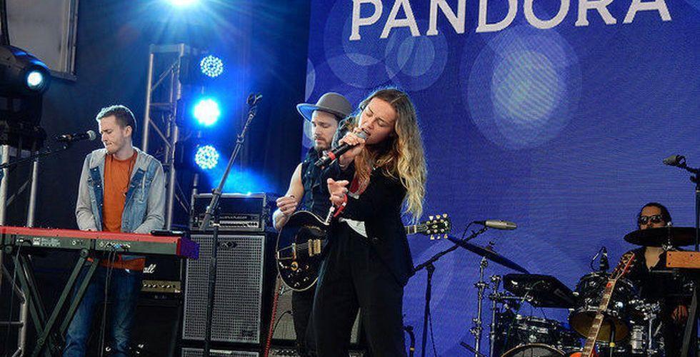 Nytt hot mot Spotify - Pandora utmanar med köp av Rdio
