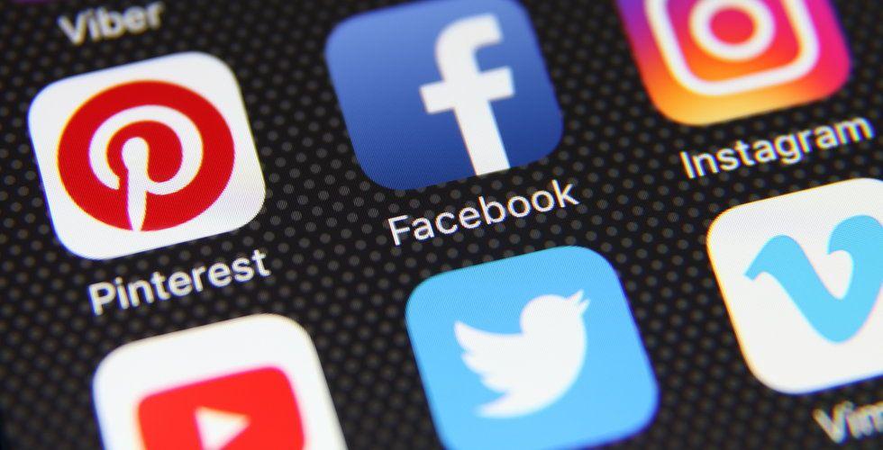 Facebook och Twitter städar ut tusentals konton