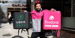 Breakit - For two weeks, Breakit's reporter Erik Wisterberg has secretly infiltrated the much-hyped food delivery services Foodora and Uber Eats. We can now reveal the truth behind the life as a bike courier – and the actual numbers behind it.