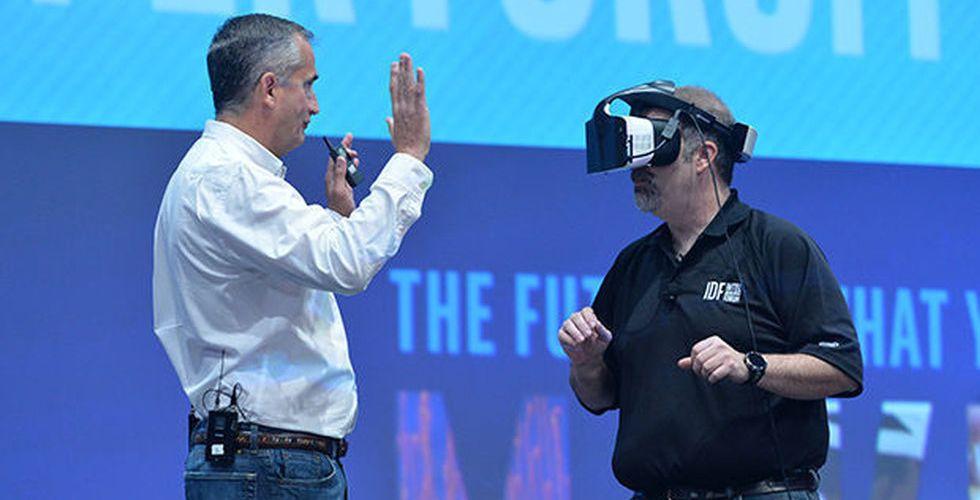 Intel ger sig in i VR-kampen - presenterar trådlöst headset