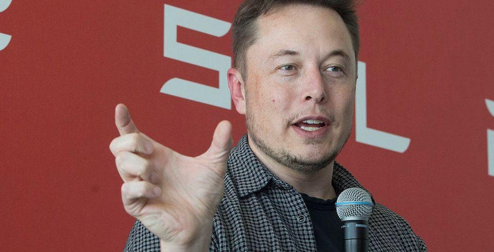 Video: Så här ser det ut när du åker i Teslas självkörande bilar