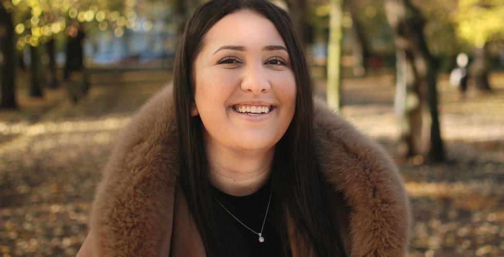 Andra Farhad blev miljonär på aktiehandel – nu ska hon få fler att bli börshajar